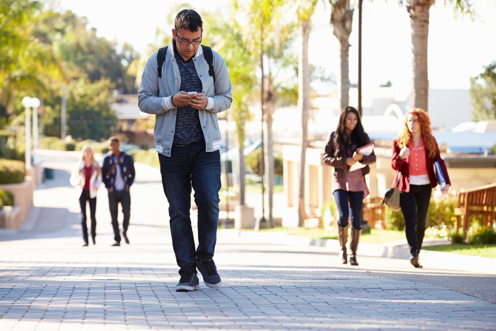 It's Now Illegal to Walk & Text at the Same Time