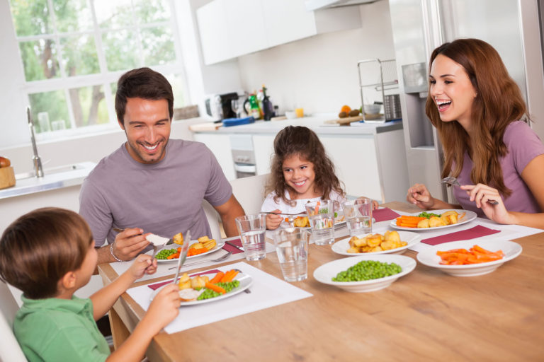 Apparently Kids Who Eat With Their Families Are Healthier & Better Behaved