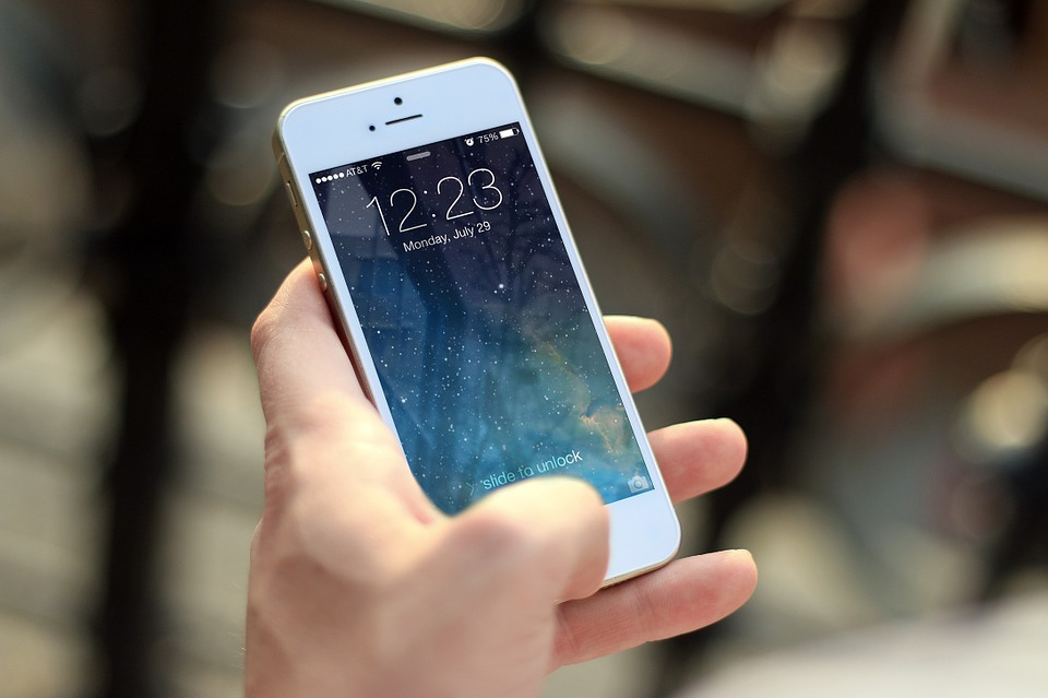 Blue Light From Smartphones Linked to Increased Prostate Cancer Risk