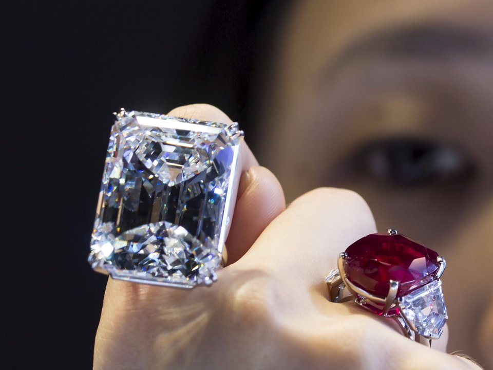 Costco Is Selling Diamonds Worth $400,000 'Between Bulk AA Batteries and Dustpans'