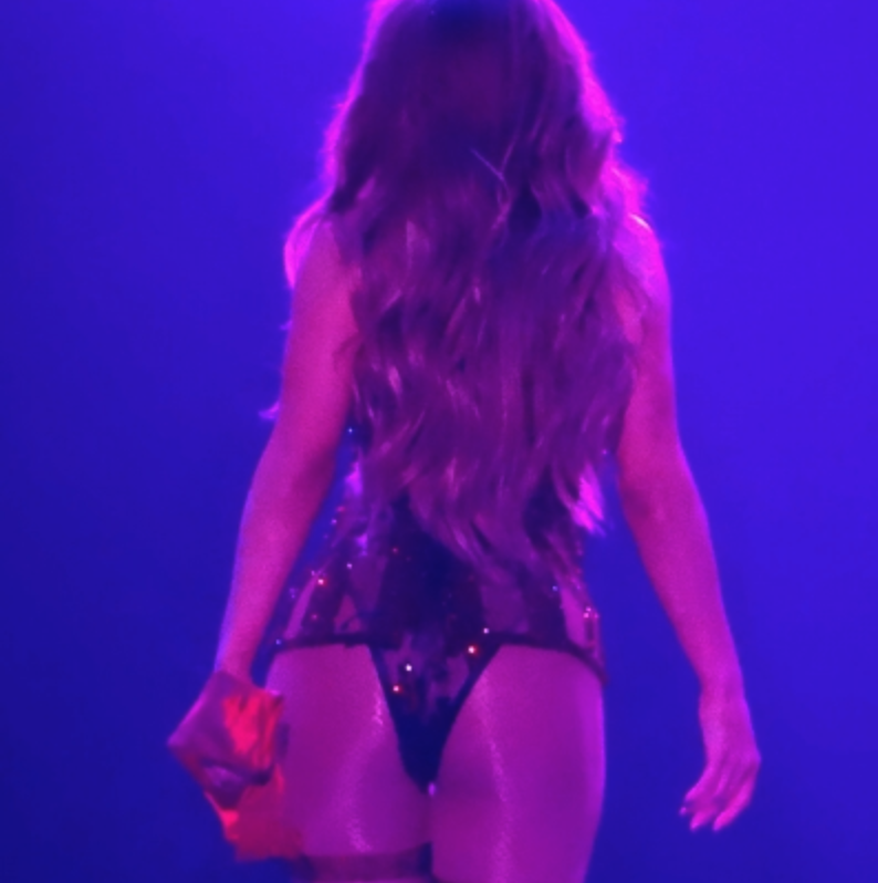 Jennifer Lopez Keeps Her Booty Poppin' Skills Sharp in Vegas [SFW PICS]
