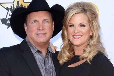 Garth Brooks Issues Dinner Invite To Honeymooners