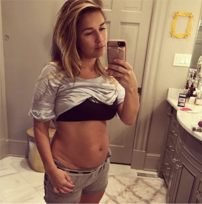 """Jessie James Decker """"Keepin' It Real"""" After Giving Birth"""