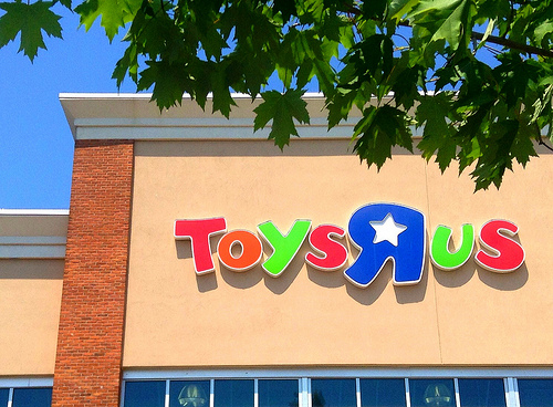 "Toys ""R"" Us Already Has Its 2017 Holiday Hot Toy List!"