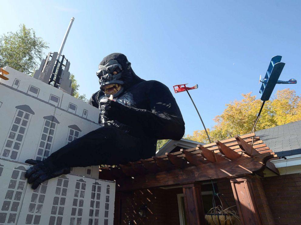 Man Builds Huge King Kong Halloween Display