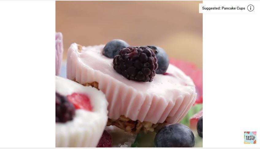 Frozen Yogurt Granola Cups - DELICIOUS