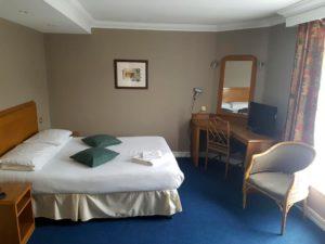hotelroom1