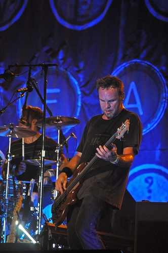 Pearl Jam Bassist To Fund Skate Park