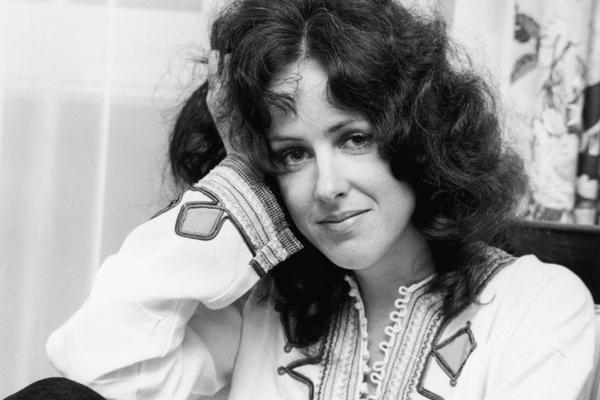 Mar.5, 1994 Grace Slick was arrested with shotgun in hand