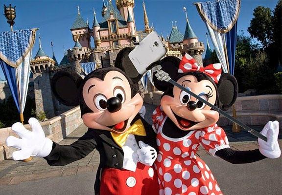 No selfie sticks at Disneyland.....