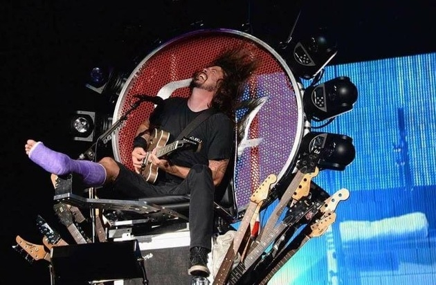 Dave Grohl's Interesting Leg Rehab