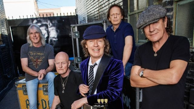 ACDC outsells all the Rockers in 2015