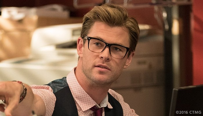 You won't believe how good Chris Hemsworth looks in the new Ghostbusters!