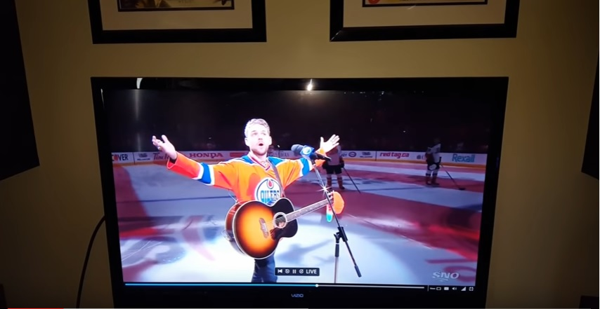 Here's Why Canadian Hockey Fans are the BEST!!