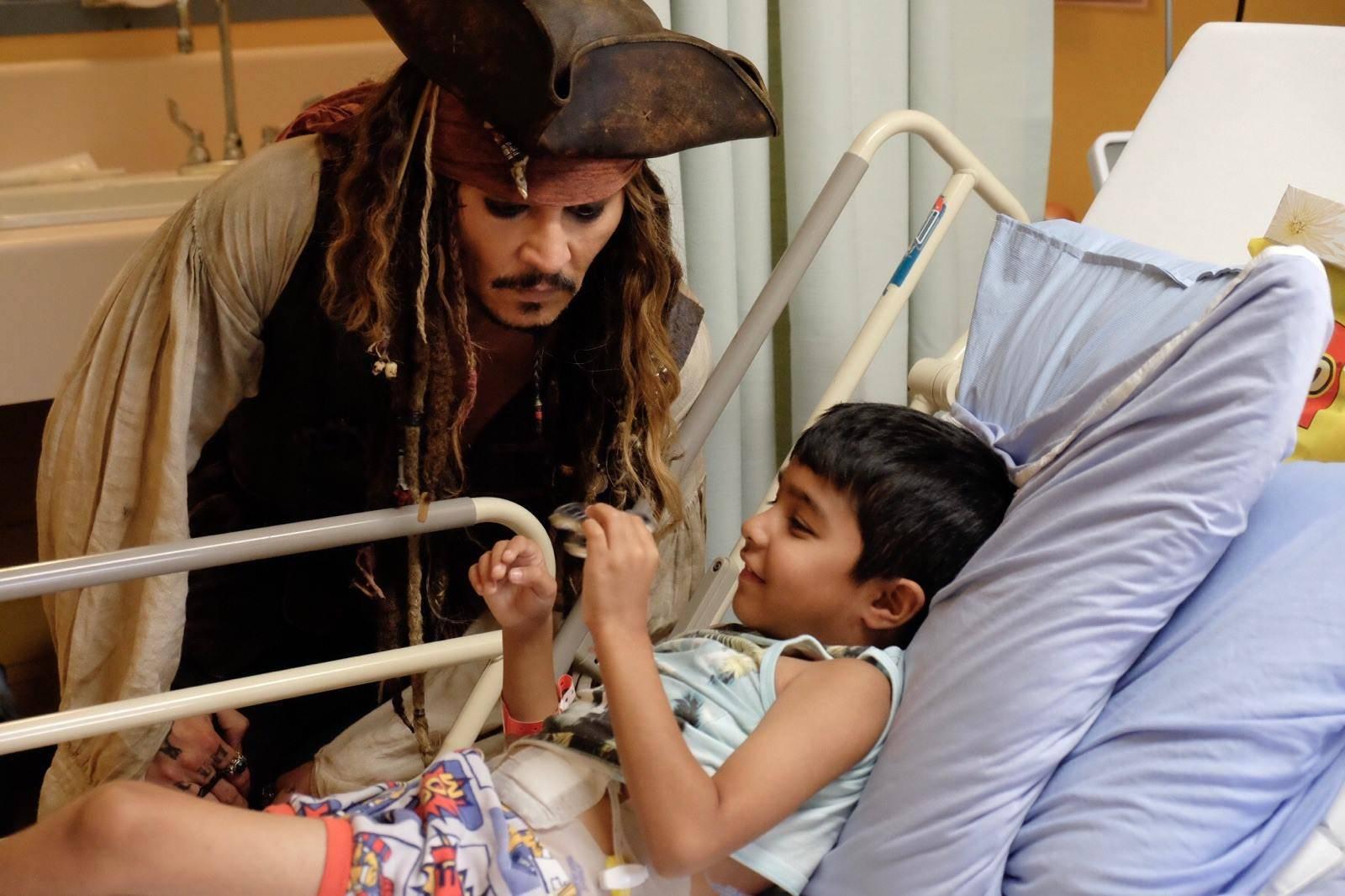 Johnny Depp visits Children's Hospital