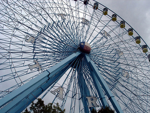 North Van is getting a ferris wheel for Christmas and people are excited!