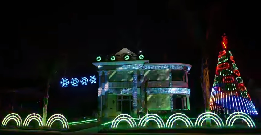 2017 Star Wars Christmas Light Show - A Dubstep EDM Remix of Darth Vader's Imperial Marc