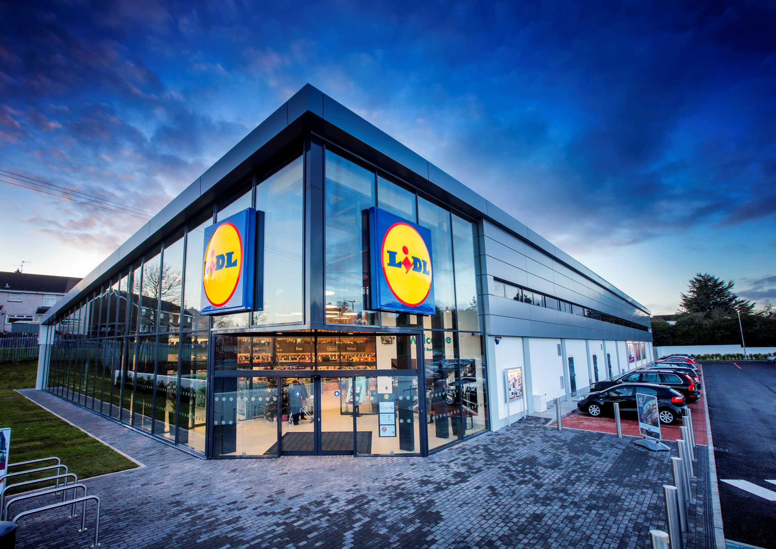 All Lidl stores to close during Status Red Weather