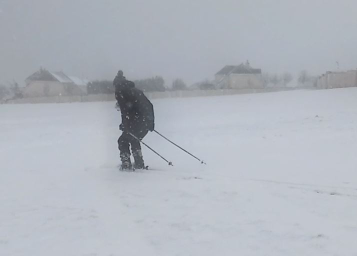 Watch: Local man puts his skis to use in Tramore