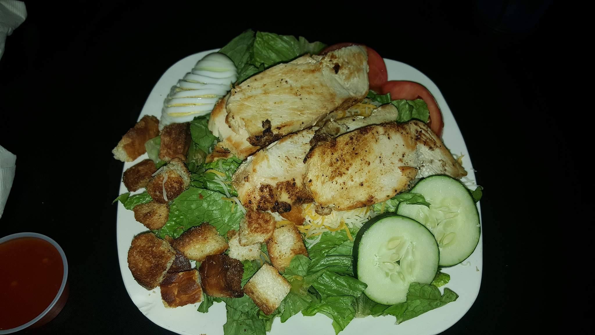 HUGE salad, tasted ammmmaazzzinnngg