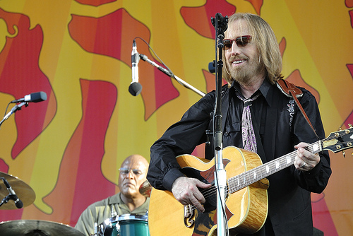 UPDATE: TOM PETTY OFFICIALLY PASSES AT 66...R.I.P Tom Petty [VIDEO]