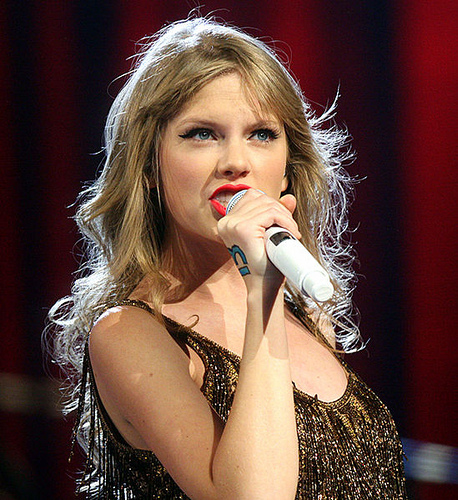 Country Fans, Taylor Swift Is Baaaack!?