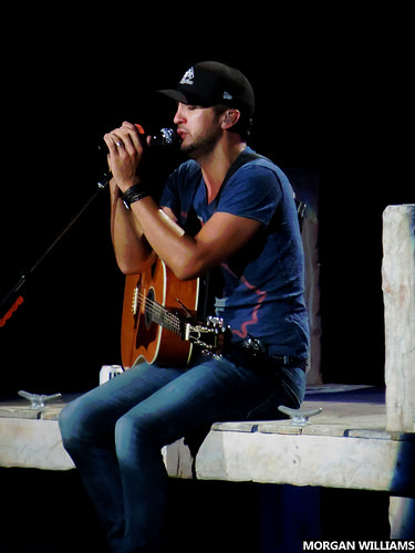 Luke Bryan Does What To A Fan???  Did She Give Him Dollar Bills After??