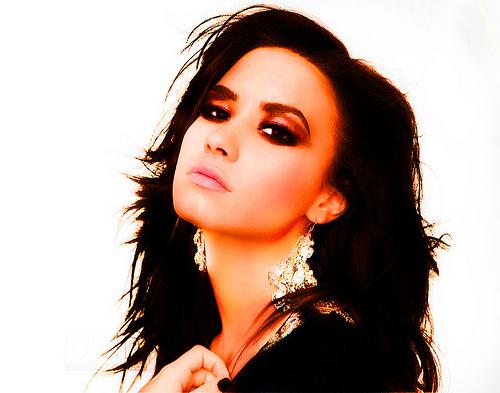 Demi Lovato shared pics of 'Stretch Marks' & 'Cellulite' to promote self-love!
