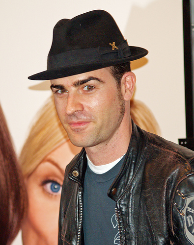 Justin Theroux cancels late night appearance & get the latest on his split from Jen!