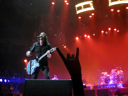 Foo Fighters team up with Weezer to cover Kiss
