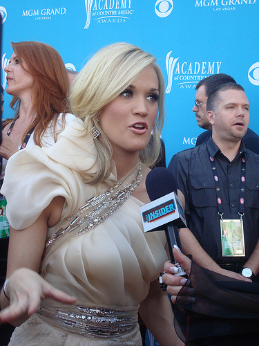 Carrie Underwood Returns to the Studio After Face and Wrist Injury.