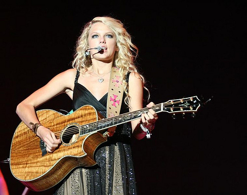 Taylor Swift Performs Private Concert and Throws Pizza Party For 2000 Foster Families.