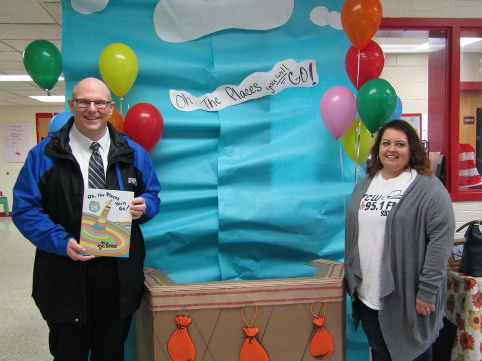 103.9 The Bulldog and WTCW Real Country 95.1 participate in Dr. Seuss Day