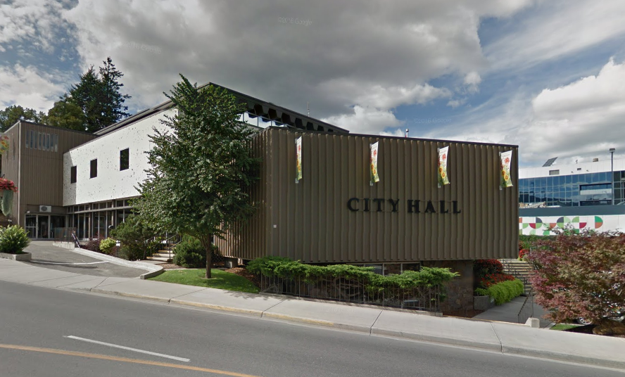 City crews tackling sewer main break in Kamloops
