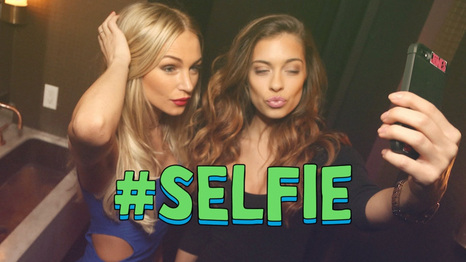 """Learn to take the PERFECT selfie from the Voice of """"#SELFIE"""""""