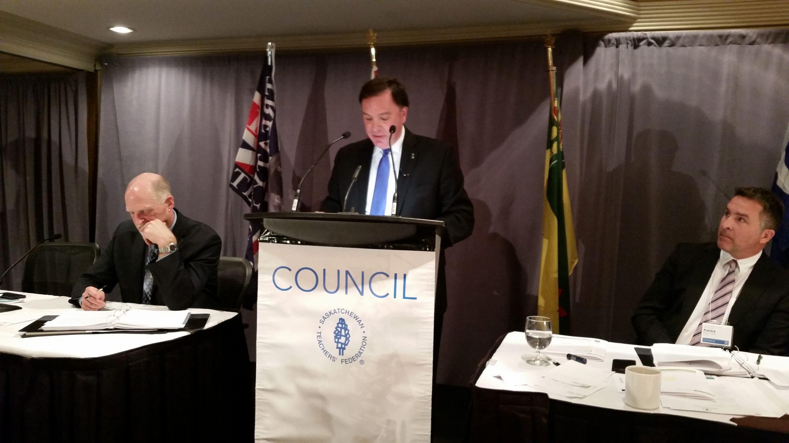 Wyant Addresses Teachers AGM