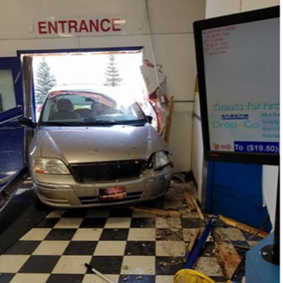 Car Crashes into Sutherland Sarcan
