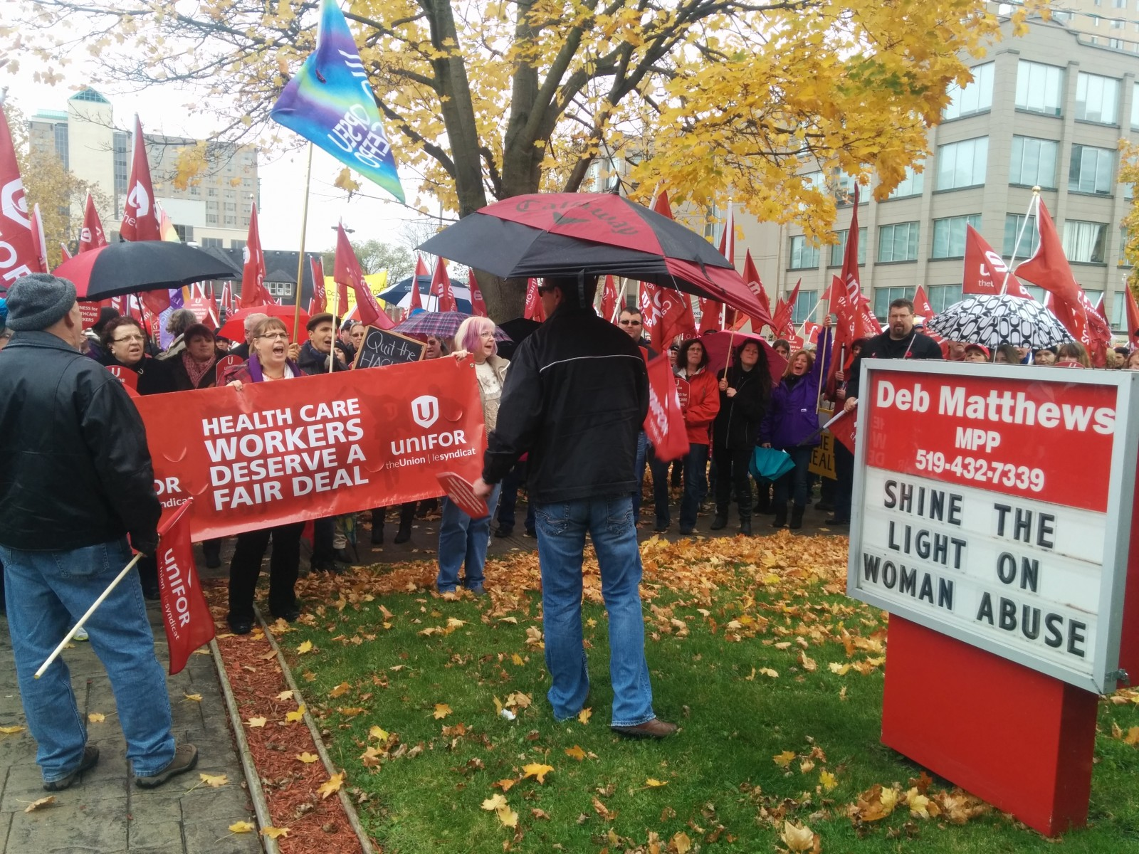 """Day of Action"" attracts hundreds of UNIFOR members to Victoria Park"