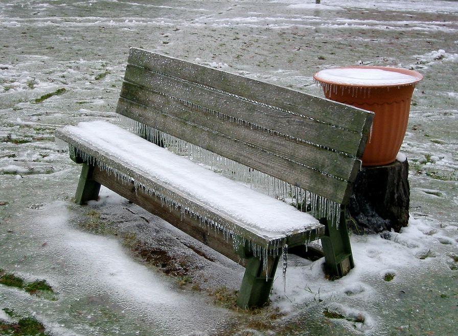 Freezing rain warning issued, bus cancellations around London