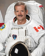 Colonel Chris Hadfield speaks at Fanshawe hangar