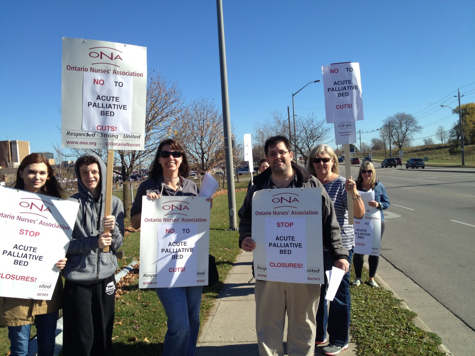 Nurses picket against palliative care cuts at LHSC