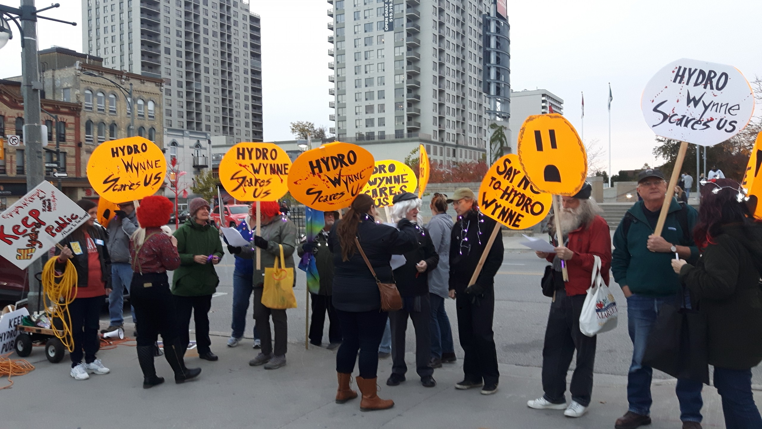 Londoners protest sale of Hydro One with extension cords