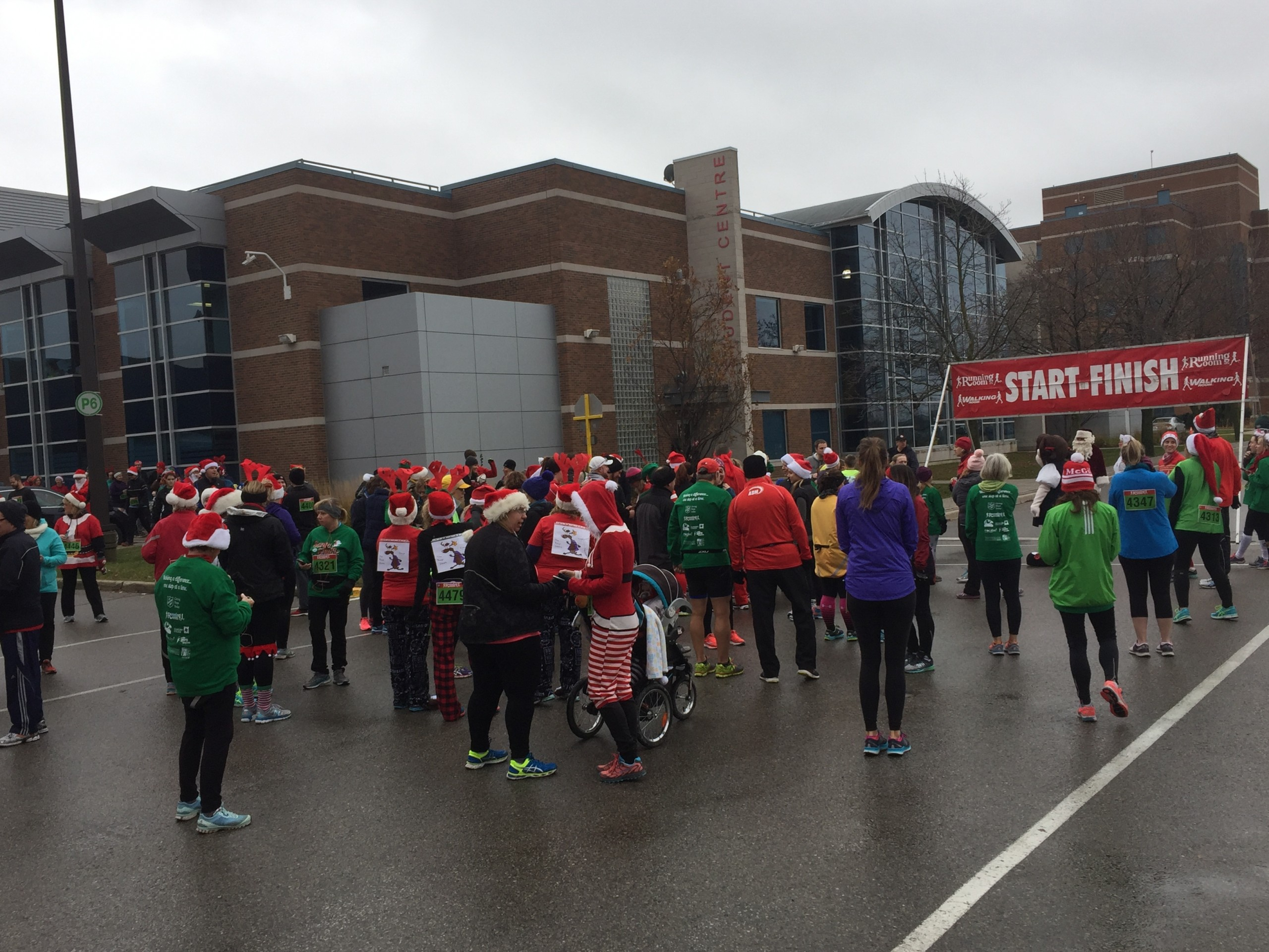 Cold weather doesn't stop runners at Salvation Army's Santa Shuffle