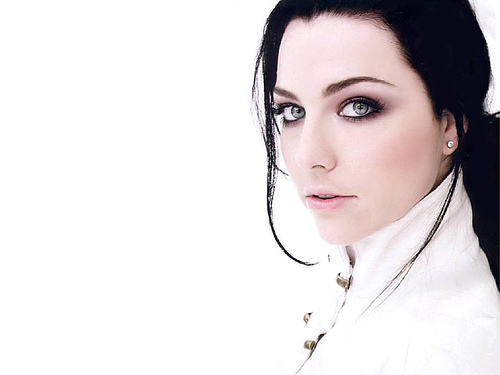 "sQueeGee Talks With Amy Lee About New Album ""Synthesis"""