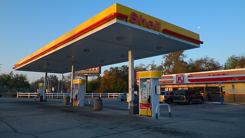 Gas Prices Drop in Illinois, But Stay Above National Average