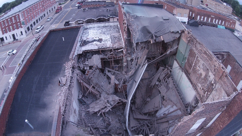 Mayor Gottman updating collapsed building situation, pic from above