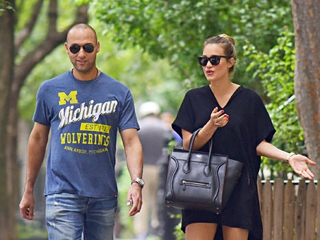 Derek Jeter's Wife Pregnant With First Child