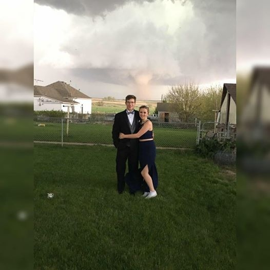 Teenagers Get the Prom Photo of a Lifetime