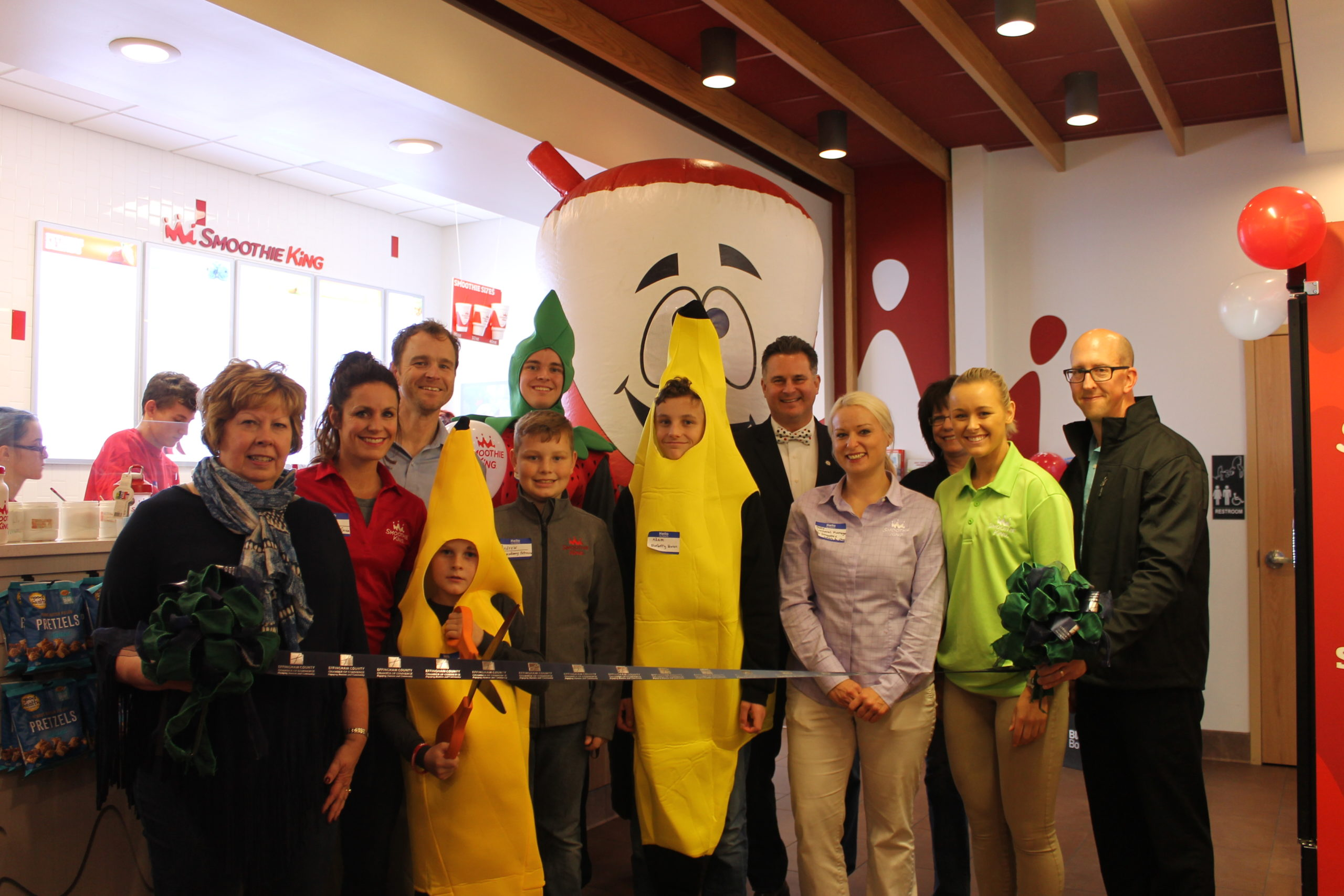 Chamber of Commerce Holds Smoothie King Ribbon Cutting