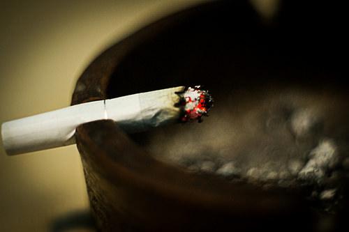 Plan To Raise Illinois Smoking Age Advances At Statehouse